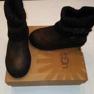 UGG Cambridge Metallic With Black Boots